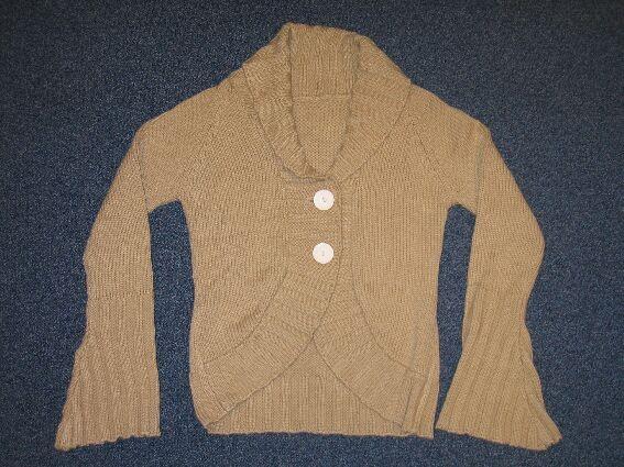 MATERIAŁY I ARTYKUŁY WŁÓKIENNICZE > ODZIEŻ I DODATKI ODZIEŻOWE, Z DZIANIN > Bluzy, pulowery, swetry rozpinane, kamizelki