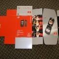 Bedrukte vouwdozen van gegolfd karton bestemd als verpakkingsmiddel voor een mobiele telefoon met maximale afmetingen van (LXB) 75,2 en 62,5 cm.   De dozen worden aangeboden in platte toestand...