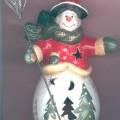 Weihnachtsfestartikel, aus anderen Stoffen als Glas, sog. Windlicht Snowman, Art.-Nr. 63544, in Form einer 21 cm hohen, hohlen Schneemannfigur aus Keramik mit runder Standfläche. Hinten hat...