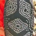 """Ziergegenstand """"Vase Ashanti"""", - in Form einer länglich-ovalen, schwarz bemalten, mit eingeschnitzen Ornamenten    versehehene  Vase (Höhe 25 cm) aus MDF-Holz mit einem Boden aus..."""