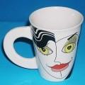 Geschirr zum Tischgebrauch, Tasse aus China Bone, siehe Foto, - glasierte, becherartige Tasse mit Henkel, - mit einer Höhe von ca. 10,4 cm und einem Durchmesser (oben) von ca. 8 cm, - außen...