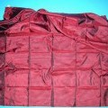 Ware zur Innenausstattung (Tischdecke), sog. Deko Decke, siehe Foto, - in quadratischer Form in den Abmessungen ca. 140 cm x 140 cm, - aus 0,1 mm dicken, buntgewebten Geweben aus lt. Etikett...