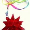 """""""Blinkanhänger""""; es handelt sich um etwa 79 cm lange Halsketten aus Spinnstoff, die durch eine Quetschhülse aus Stahl zusammengehalten werden. An der jeweiligen Kette ist mit einem..."""