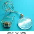"""""""Blinkanhänger""""; es handelt sich um etwa 62 cm lange Halsketten, bestehend aus zwei dünnen Kabeln mit einer Kunststoffummantelung, an die flache, kreisrunde Anhänger aus Kunststoff..."""