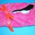 Pantoffeln/Hausschuhe (lt. Antrag: Damen-Sneaker-Haussocke), siehe Foto,  - mit Laufsohlen aus widerstandsfähigem Spinnstoff (den größten Teil der Berührungsfläche   mit dem Boden bildend)...