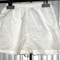 à la taille; avec ourlet; à la base; de tissu; de coton; sans…