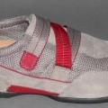 Trainingsschuhähnliche Schuhe (siehe Foto) - mit Laufsohlen aus (lt. Antrag) Kautschuk, - mit Oberteil (geschlossenes Blatt) aus Leder (den größten Teil der Außenfläche bildend)   und Spinnstoff, -...