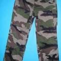 Lange Hose für Männer, sog. Hose, Modell 129, Größe US 32/32, siehe Foto - aus 0,5 mm dicken, buntbedruckten Geweben (Tarndruck: hell- und mittelbraun, grün und    schwarz) aus lt. Textiletikett...