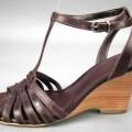 Freizeitschuhe (lt. Antrag Damen-Sandaletten, Art.-Nr. 320221), siehe Foto,  - mit Laufsohlen aus Kunststoff (lt. Antrag),  - mit Oberteil (nicht geschlossenes Blatt, aus Riemen gefertigt) aus...