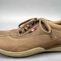 Trainingschuhähnliche Schuhe (lt. Antrag Herrenschuhe, Art.-Nr. 310013), siehe Foto,  - mit Laufsohlen aus Kunststoff,  - mit Oberteil (geschlossenes Blatt) aus Leder,  - nicht mit Dornen, Krampen,...