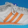 Trainingsschuhe; lt. Antrag: Sportschuh Sneaker, Art. 538068 - siehe Bild  - mit Laufsohlen aus Kunststoff (lt. Antrag) - mit Oberteil (geschlossenes Blatt) aus Leder - mit Verstärkungsteilen...