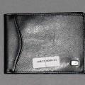 Brieftaschenähnliches Behältnis, Taschen- und Handtaschenartikel (lt. Antrag Kreditkartenetui), siehe Photo, - mit einer Außenseite aus Kunststofffolien, - mit den Abmessungen von ca. 12 (L)...