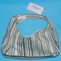 """Anderes Behältnis, lt. Antrag """"Handtasche Accessorized # 228476"""", siehe Foto,  - in Form einer kleinen Tasche mit Tragegriff, - mit den Abmessungen 21,5 (B) x 13 (H) x 10,5 (T) cm,..."""
