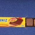 Wyroby piekarnicze - ciastka w kształcie prostokątów (o wym. ca 4 cm x 5 cm), pokryte od spodu czekoladą deserową. Ciasto zawiera w składzie m.in.: mąkę pszenną, cukier, masło, tłuszcz...