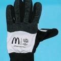 """Handschuhe, sog. Fingerhandschuhe """"Mc Donald`s - World Cup 2005"""", siehe Foto, - aus 0,8 mm dicken, bedruckten Gewirken aus lt. Antrag 100% synthetischen    Chemiefasern, - auf der Innen-..."""