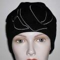"""Mütze (lt. Antrag: """"Multisport-Mütze, 9136 Accelerator Hat""""), siehe Foto,  - durch Zusammennähen von Spinnstoffgewirken (lt. Antrag 100% Acryl) der Kopfform ange-    passt hergestellt,..."""