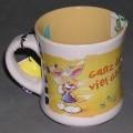 Geschirr zum Tischgebrauch, keramische Tasse, siehe Foto, - glasierte, becherartige Tasse mit Henkel, - mit einer Höhe von ca. 10 cm und einem Durchmesser von ca. 8,5 cm, - außen mit einem...