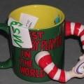 Geschirr zum Tischgebrauch, keramische Tasse, siehe Foto, - glasierte, becherartige Tasse mit Henkel, - mit einer Höhe von ca. 9 cm und einem Durchmesser von ca. 7,5 cm, - außen dunkelgrün...