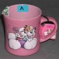 Geschirr zum Tischgebrauch, keramische Tasse, siehe Foto, - glasierte, rosafarbene, becherartige Tasse mit Henkel, - mit einer Höhe von ca. 9,5 cm und einem Durchmesser von ca. 8 cm, - außen...