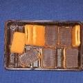 Wyroby piekarnicze - prostokątne ciasteczka biszkoptowe (o wym. ca 3 cm x 5 cm), połączone ze sobą nadzieniem o smaku truskawkowym, pokryte z jednej strony polewą czekoladopodobną. Ciasto...