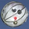 Andere Ware aus Stahldraht, in Form einer zusammengesetzten Ware,  sog. Katzenspielzeug.  Es handelt sich um ein Erzeugnis in Ballform (Durchmesser ca. 6 cm) aus gitterartig zusammengefügten...