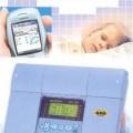 Laite on taloon tarkoitettu lämmönsäädin, vesikiertoiseen järjestelmään. Säädin on GSM-ohjattava ja valvottava, digitaalinen ja sillä voi ohjata 3 venttiilimoottoria (kaksi lämmityspiiriä...