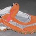 """Freizeitschuhe (lt. Antrag: """"Sportschuh orange/silber Gr. 39; Art.-Nr.: 592-698"""", siehe Foto) - mit Laufsohlen aus (lt. ergänzenden Antragsangaben) Kautschuk, - mit Oberteil aus Spinnstoff..."""