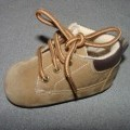 SMALL CHILDS/BABIES INDOOR SHOE. COVERING THE ANKLE.  WITH AN UPPER OF TEXTILE FLOCK MATERIAL. WITH A SUEDE EFFECT. LACE FASTENING. OUTER SOLE OF PLASTIC. IN-SOLE LENGTH LESS THAN 24CMS.