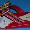 """Freizeitschuhe (lt. Antrag: """"Mädchen-Flip-Flop"""", siehe Foto) - mit Laufsohlen aus (lt. Antrag) Kunststoff, - mit Oberteil aus Spinnstoffen, in der Art eines Textilstreifens, an   ..."""