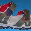 """Freizeitsandalen (lt. Antrag: """"Kinder-Sandale"""", siehe Foto) - mit Laufsohlen aus (lt. Antrag) Kunststoff, - mit Oberteil aus Spinnstoffen, - auf das Oberteil sind großflächig Stücke..."""