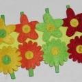 """Teil einer künstlichen Blume (lt. Antrag: """"Blumen-Clip, 8er-Set"""", siehe Foto) - in Form einer stilisierten Blüte (Durchmesser: ca. 4 cm, mit geformten und   gefärbten Blütenblättern..."""