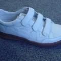 UNISEX TENNIS SHOE. NOT COVERING THE ANKLE. UPPERS OF LEATHER. OUTER SOLES OF RUBBER/PLASTIC. WITH A COMPANY LOGO ON THE SIDE OF THE HEEL, BACK OF HEEL  AND THE TONGUE. THREE STRAPS WITH VELCRO...