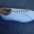 UNISEX TENNIS SHOE. NOT COVERING THE ANKLE. UPPERS OF LEATHER. OUTER SOLES OF RUBBER/PLASTIC. WITH A COMPANY LOGO ON THE SIDE OF THE HEEL AND THE TONGUE. WITH LACE FASTENING. INSOLE LENGTH EXCEEDING...