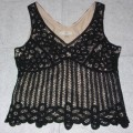 A CROCHETED PULLOVER FOR WOMEN.  LINED.  DESIGNED TO COVER THE UPPER PART OF THE BODY FROM THE SHOULDERS TO THE HIP.  WITH A V NECKLINE BACK AND FRONT.  WITH A ZIPPED FASTENING DOWN LEFT HAND...
