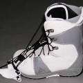Sportschuhe/ Snowboardschuhe, siehe Foto, - mit Laufsohlen aus (lt. Antrag) Kautschuk, - mit Oberteil aus (lt. Antrag) Kunststoff (Spinnstofferzeugnis mit einer mit bloßem Auge   wahrnehmbaren...