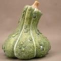 Keramischer Ziergegenstand, sog. Terracotta Kürbis, siehe Foto,  - unglasierter, grünfarbener, innen hohler Zierkürbis,  - mit einem Durchmesser von ca. 20,5 cm und einer Höhe von ca. 23...