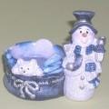 Weihnachtsfestartikel aus Keramik, sog. Teelichthalter aus Porzellan - Schneemann blau/weiß - in Form einer 8 cm hohen Schneemannfigur, mit Möhrennase, Zylinder, pelzbesetzter Jacke und Schal...