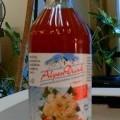Braune, trübe, nach Holunderblüten riechende, zusammengesetzte alkoholhaltige Zubereitung der zum Herstellen von Getränken verwendeten Art; im Wesentlichen bestehend aus Apfelsaftkonzentrat,...