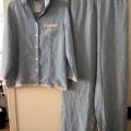 pantalon; pyjama; de tissu; imprimé; veste; avec ouverture complète;…