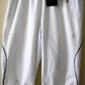 pantalon; à la taille; avec ourlet; à la base; avec fermeture…