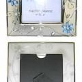 """""""Fotorahmen""""; es handelt sich um Erzeugnisse mit Rahmen aus Stahl (Gesamtgröße ca. 22,7 cm x 27,8 cm) mit filigranem Rand mit einem stilisierten Schmetterling, Zweigen und Blüten,..."""