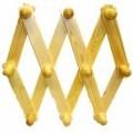 """""""Garderobenschere"""", - Wandgarderobe aus rautenförmig übereinandergelegten und scherenartig auseinanderzieh-   baren Holzleisten aus Kiefernholz, mit 10 Holzknäufen zum Aufhängen..."""