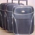 tkaniny; polyestery; rukojeti; kufry (cestovní zavazadla); trojdílné;…