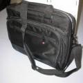 z žepom; z zadrgo; iz plastike; torbe; tapeciran, oblazinjen;…