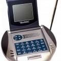 Uhrenradio mit Rechner - aus  UKW-Empfänger für den Rundfunk, Lautsprecher, Digitaluhr - charakterbestimmend -    und Rechenwerk in einem diskusförmigen Kunststoffgehäuse (Abmessungen: 145...