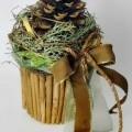"""""""Weihnachtstöpfchen"""", - aus einem formgebenden, runden, konisch verlaufenden Styroporkorpus (ohne eigene    Zierwirkung), umlaufend beklebt mit Zimtstangen (durch die Verarbeitung..."""
