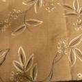 tissu; avec broderie; teint; à armure toile