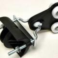 Leitungswagen für Schleppleitung - aus einem Laufwagen mit vier Kunststoff-Rollen und beweglich gelagertem Leitungsträger   mit Metall-Bügel und Leitungs-Aufnahme aus Kunststoff (Abbildung...