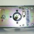 de metal; puerta; de metal comun; componente electronica; cerradura;…