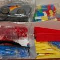 van kunststof; speelgoed; spellen; van verschillende kleuren